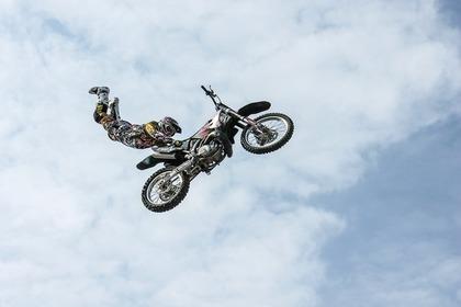 Middle biker 55e8d14a48 1280