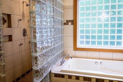 Middle shower 50e7d5414f 1280