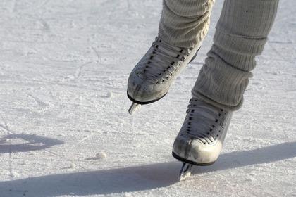 スケートをする人