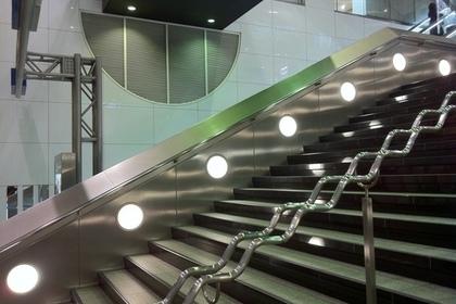 西鉄福岡(天神)駅の正面入り口の階段