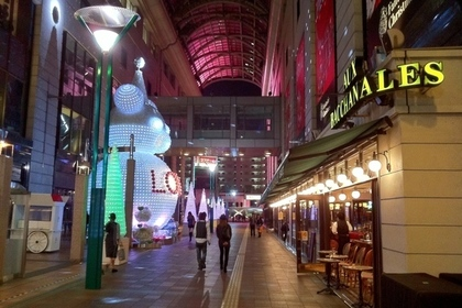 大丸福岡天神店のオーバカナル前の道