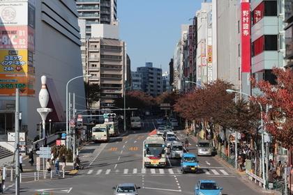 中野駅前の道路