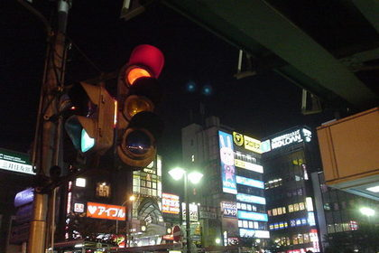 中野駅北口のサンモール前