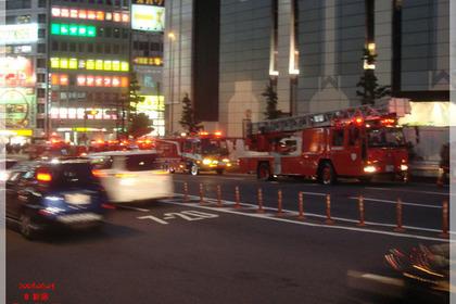 新宿駅前の甲州街道