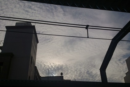 浦和駅のホームから見た空