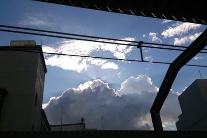 浦和駅のホームからの青空