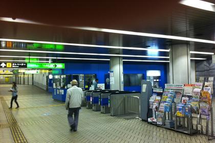 湊川駅改札口