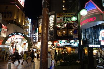 神戸三宮のいくたロードとサンキタ通り入口