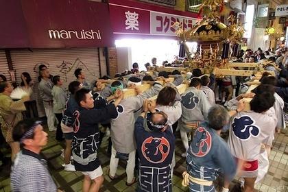 武蔵小山商店街パルム内を通るお祭り
