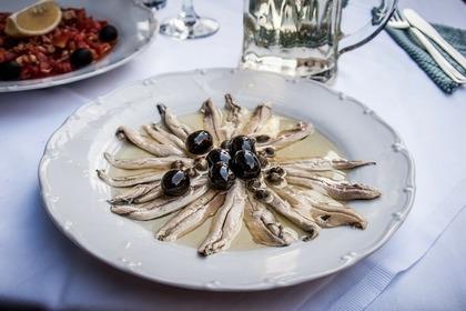 Middle anchovies 54e4d44a4e 1280