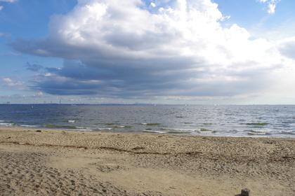 稲毛海浜公園から見た分厚い雲