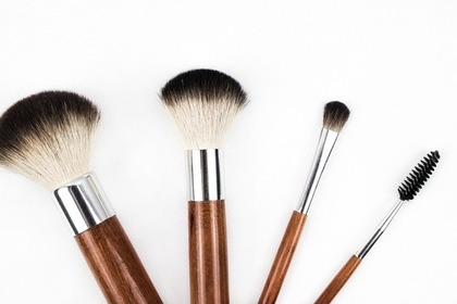 Middle makeup brush 57e7d14549 1280