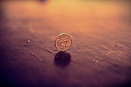 立てられたコイン