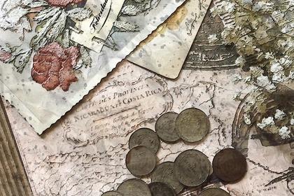 ポストカードとコイン