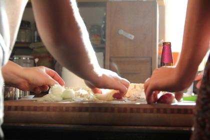調理する人たち