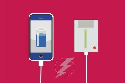 充電するモバイルバッテリー