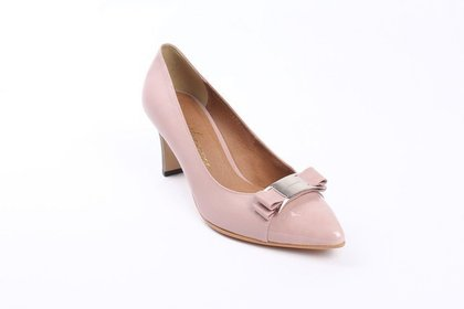 Middle pink shoe 53e8dc4243 1280