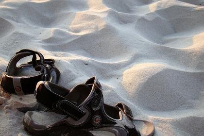 砂とサンダル