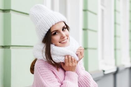 冬服の女性
