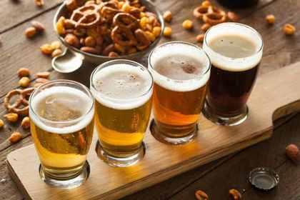 カウンターにビールが並べてある