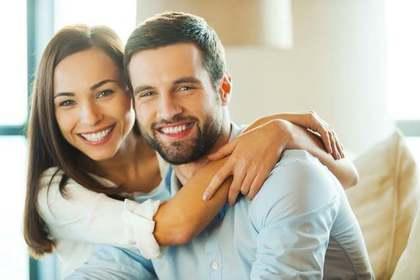 より幸せな人生を送るために家庭を築く人の画像