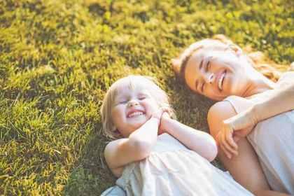 子どもと共に笑顔の親子