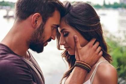 お互いに好き合っている無言で気持ちの伝わるカップル