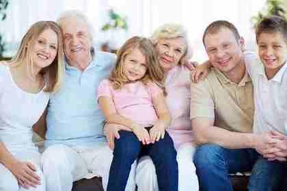 仲の良い家族のイメージ