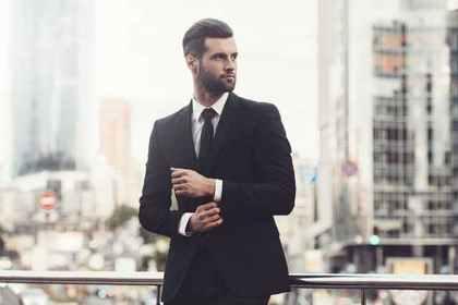 スーツの男性