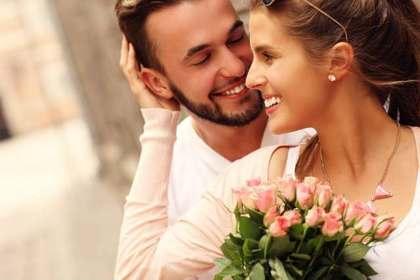 花をもらう女性