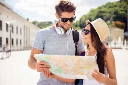 旅行中のカップル