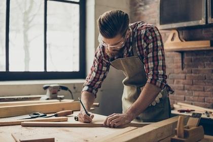 工房の男性