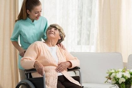 車椅子のおばあちゃん