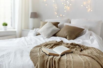独立素材の枕を使う