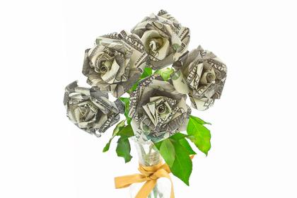 お札でできた薔薇の花束