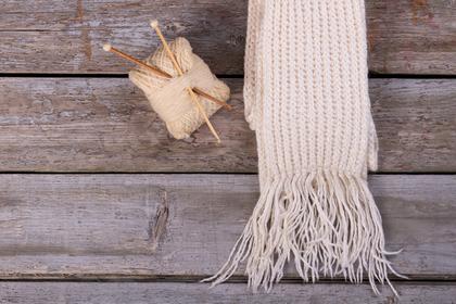 マフラーと編み棒