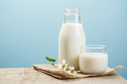 グラスに注いだミルク