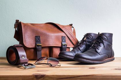 革のバッグと靴