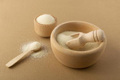 木の器に入った塩