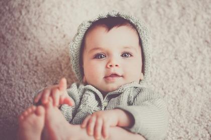 赤ちゃんお目々くりくりっ