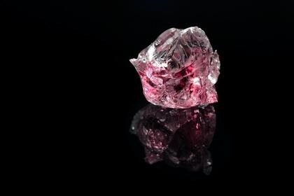 ピンクの綺麗な宝石