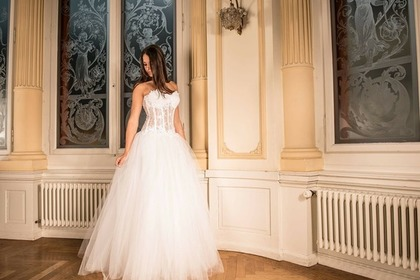 Middle wedding dress 55e0d44b4b 1280