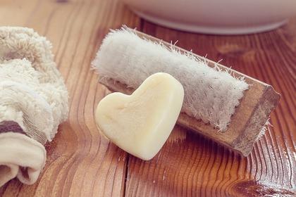 石鹸とブラシ