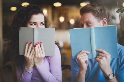 楽しく勉強する人の画像