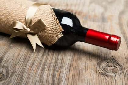 簡単な開け方でも瓶の蓋が開かない時の対処法④蓋に穴を作る