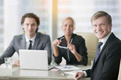笑顔の社員たち