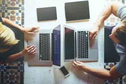パソコンを使う人たち