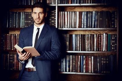 図書館と男性