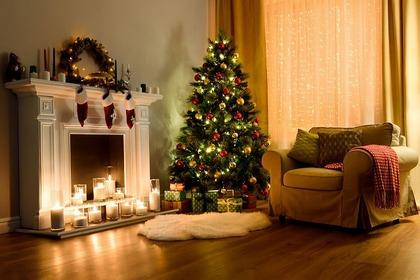 クリスマスツリーのある部屋