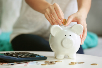 電卓と豚の貯金箱